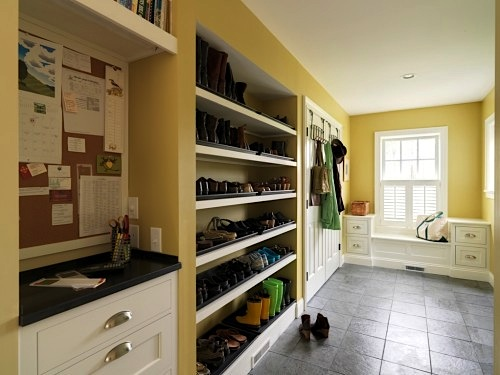 shoe-storage-in-mudroom