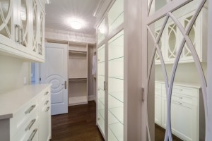 Upgraded Walk In Closet